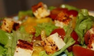 Салат с жаренным сыром