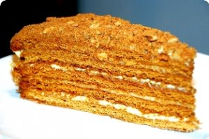 Медовые пирожные с начинкой из абрикосов