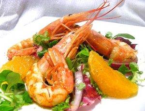 Апельсиновый салат с креветками