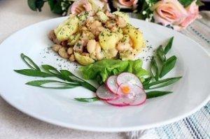 Горячий картофельный салат с ветчиной