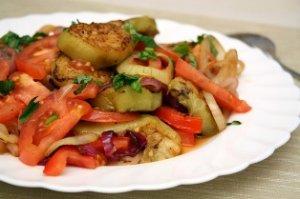 Томатно-баклажановый салат