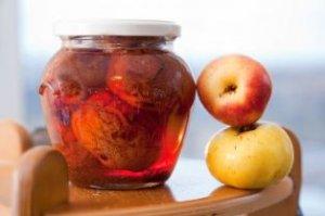 Яблоки в вишневом сиропе