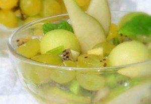 Зеленый салат из фруктов
