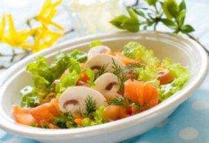 Остро-сладкий огуречный салат